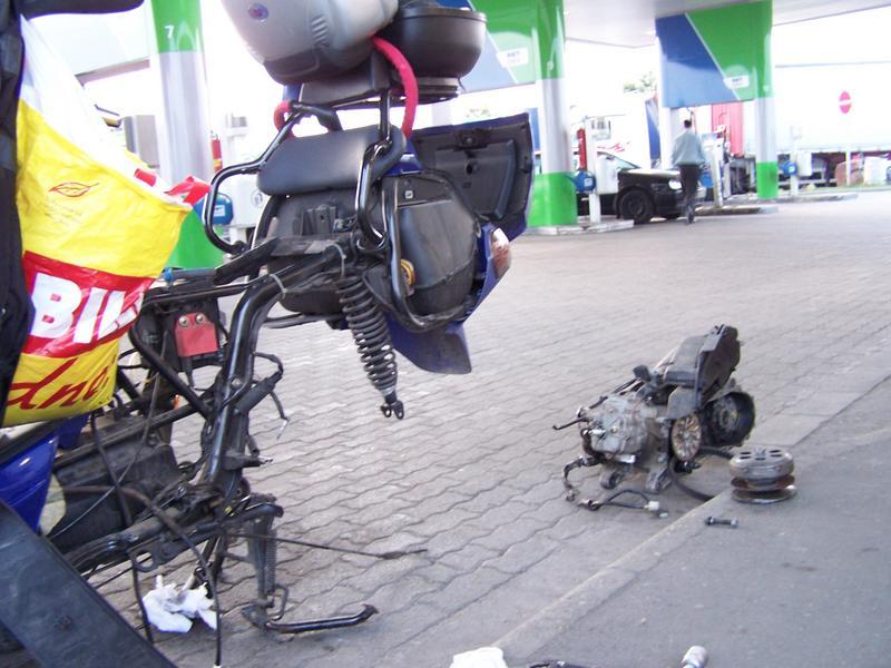 000 1GO skútra na pumpe v Maďarsku